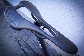 ...obendrauf sitzt der leichte Selle Italia SLR Sattel