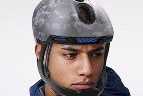 ...so wirkt der Helm kompakt
