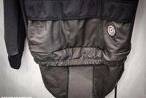 3 verdeckte spritzgeschützte Taschen