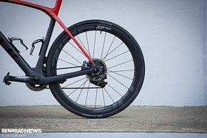 Für die neue Generation von Rennrädern mit Reifenfreiheit bis 32 mm oder mehr – 38 mm sind es beim Domane – ist der Laufradsatz gemacht