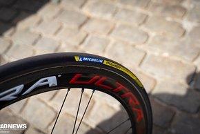 Bei den Reifen vertrauen die Franzosen auf Michelin Power Competition Schlauchreifen