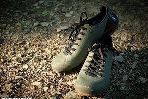 Schnürsenkel erlauben eine exzellente Anpassung an den Fuß und bringen einen klassischen Look.