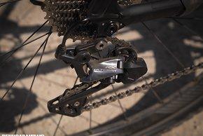 Das Shimano RX Schaltwerk besitzt eine effektive  zuschaltbare Dämpfung gegen Kettenschlagen