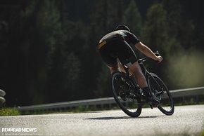 Wir konnten mit dem Pirelli PZero TLR erste Fahreindrücke auf Abfahrten in den Dolomiten sammeln