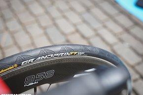 Katusha Alpecin hatte als einziges Team eine neue TT Version des Continental Grand Prix am Vorderrad (Schlauchreifen versteht sich)