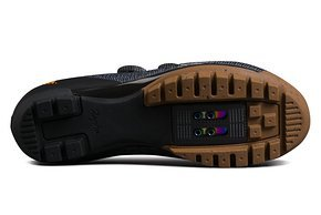 Dank der griffigen und stark profilierten Sohle aus Naturkautschuk soll man mit den neuen Powerweave Schuhen auch zu Fuß eine gute Figur machen.