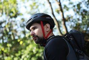 """Bei deaktivierter Beleuchtung wirkt der Livall EVO21 wie ein """"normaler"""" Helm mit futuritischem Design."""