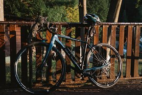 Votec hatte mit dem VRX als einer der ersten deutschen Hersteller ein Gravelbike auf dem Markt. Gravel Fondo Erdenker Stephan Geiß führte der Wunsch nach einem perfekten Rad für Touren auf den Wald- und Wirtschaftswegen im Schwarzwald zu dem Rad