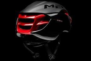 Dass der Helm in Windkanal entwickelt wurde, ist auch von hinten unverkennbar.