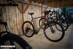 Auch ein E-Gravel Bike mit Heckmotor gehört zum Programm.