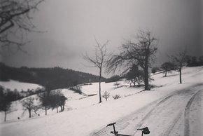 Wie kontrolliert man das Vorderrad im Schnee?