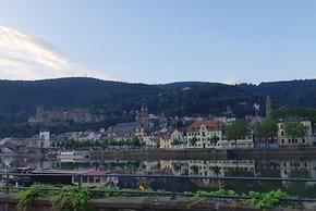 Frühmorgens beim Orbit Odenwald – der Blick auf das Schloss und zum Königstuhl.