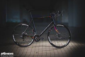 Sehr gelungenes Endurance-Bike: Das Focus Paralane Red eTap kann auf ganzer Linie überzeugen und bringt für den hohen Preis die passenden Komponenten ebenso mit wie eine tolle Fahrleistung