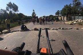 In Äthiopien sah sich Deichmann mit Unruhen und Straßensperrungen konfrontiert
