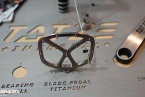 Ultradünne Pedale mit 3 mm Durchmesser und durchgehenden Pins von Tatze