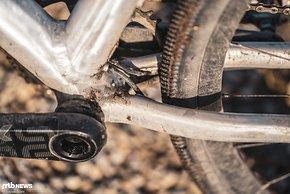 Viel Reifenfreiheit und Züge, die ganz unauffällig verlaufen