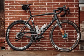 Das Allied Able von Colin Strickland – als Rapha Meteor Teamrad mit anderen Laufrädern als die Rapha Edition