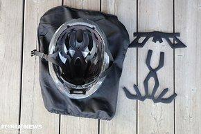 Zum Lieferumfang gehören ein Helmbeutel und ein zweites Polster-Set in unterschiedlicher Stärke.