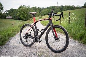 Das Trek Domane ist offiziell ein Endurance Bike, kann aber auch sehr breite Reifen aufnehmen
