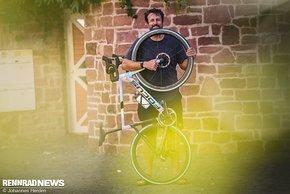 Paul Ripke fährt auf seinen PARI Souplesse Rides ein Focus Izalco Max