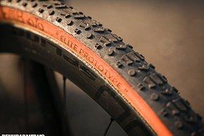 Elite Prototype steht zwar drauf, es ist aber kein neuer Reifen von FMB, wie der Mechaniker sagte