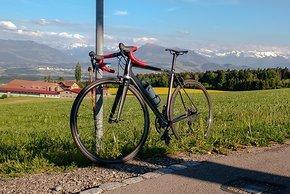 Das 4,8 Kilo leichte Ax Lightness Vial Evo von bis5000 ist in den Bergen der Schweiz zu hause