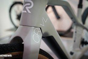 Logo-Entwickler Rolf Singenberger hat viel Erfahrung in der Carbonrahmen-Produktion, unter anderem durch seine Arbeit für BMC