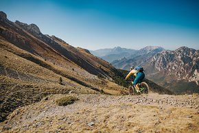 pyrenees-orientales-altitude-adventures-mtb-outsideisfree-Ian-back-panorama