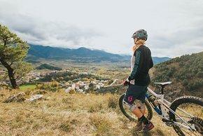 pyrenees-orientales-altitude-adventures-mtb-outsideisfree-tina-village-panorama