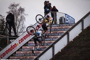 Toon Aerts gegen Mathieu van der Poel auf der Treppe