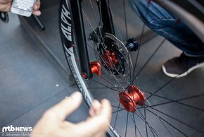 Ein geniales System, das den Ein- und Ausbau von Laufrädern mit Steckachse erleichtert.