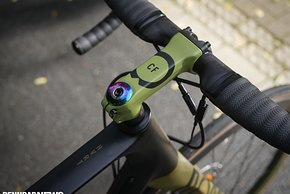 Im farblich auf das Rad-Design abgestimmen Vorbau...