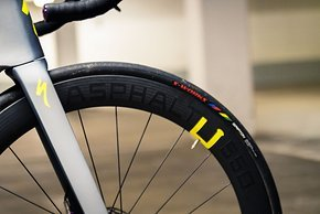 ...und vorne mit S-Works Turbo Reifen in 26 mm