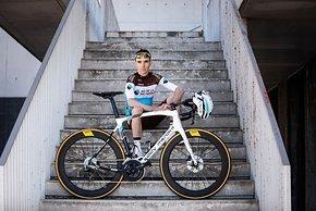Romain Bardet fährt mit dem neuen Eddy Merckx 525 Disc