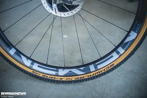 Neue Newmen Carbon-Laufräder am Cross Race C:62 SLT