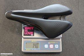 Mit einem Gewicht von nur 140 Gramm bewegt sich der Cadex Boost in der absoluten Spitzengruppe der gepolsterten Rennrad-Sättel.