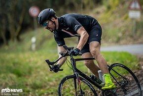 Für Rennrad-News hat Hannes unter anderem das Focus Paralane getestet.
