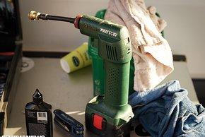 Der Bosch Akku-Kompressor darf nicht fehlen, wird nicht mehr gebaut und erzielt auf ebay angeblich hohe Preise