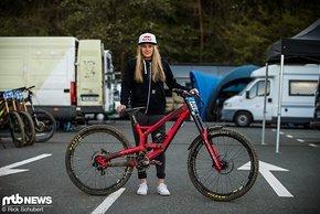 Vali Höll wäre in Maribor mit ihrer Zeit 3. in der stark besetzten Frauen-Klasse geworden, ist aber noch im ersten Juniorinnen-Jahr. Die SRAM-Teamfahrerin setzt weiterhin auf einen YT Tues-Rahmen