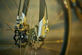 Beidseitige Einleitung der Bremskräfte trug zur Gewichtsoptimierung der Gabel bei