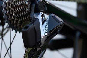 Die SRAM Red eTap AXS bietet 2x12 elektronisch geschaltete Gänge