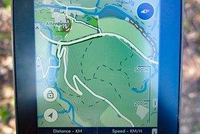 Die Karten-Ansicht mit Straßen, Trails und Wasserläufen