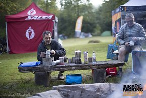 Chefbarista Falk sorgt für den Kaffee …