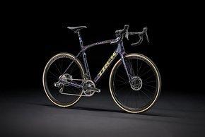In der Project One Lackierung gehört das Trek Domane zu den Endurance Bikes der absoluten Oberklasse