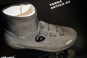 Wenn es richtig kalt wird, ist der fi'zi:k Terra Artica X2 genau in seinem Element. Der Winterschuh schlägt mit einem Preis von 250 € zu Buche.