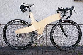 Birkenholz-Rennrad komplettiert mit Teileresten