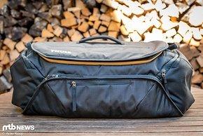 Wer auf der Suche nach einer perfekt organisierten Tasche für seine Bike-Ausflüge ist, sollte die Thule RoundTrip Bike Duffel-Tasche mal genauer ins Auge fassen.