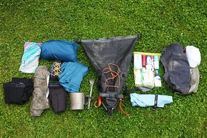Die Satteltasche ist sozusagen Kleiderschrank, Badezimmer und Mini-Küche