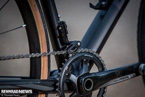 Als einer der wenigen Hersteller sichert BMC die Kette zusätzlich per Chain-Guide vor Herabfallen