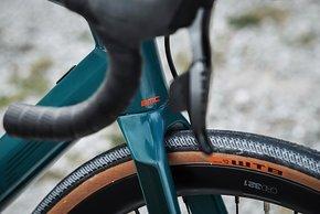 Die Carbongabel lässt noch Raum für Reifen bis 33 mm.